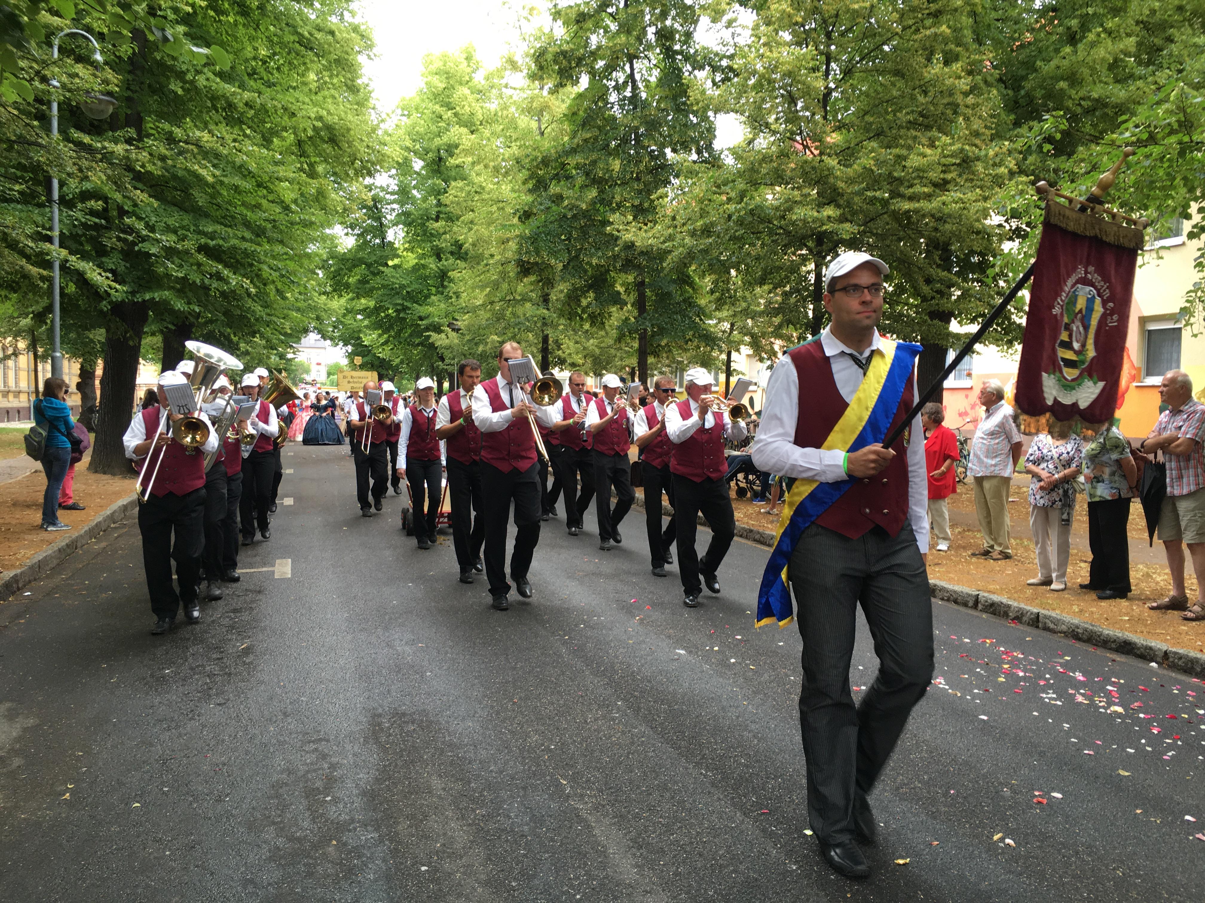 Festumzug Peter und Paul Delitzsch 2016 - Blasmusikverein Schenkenberg e.V.